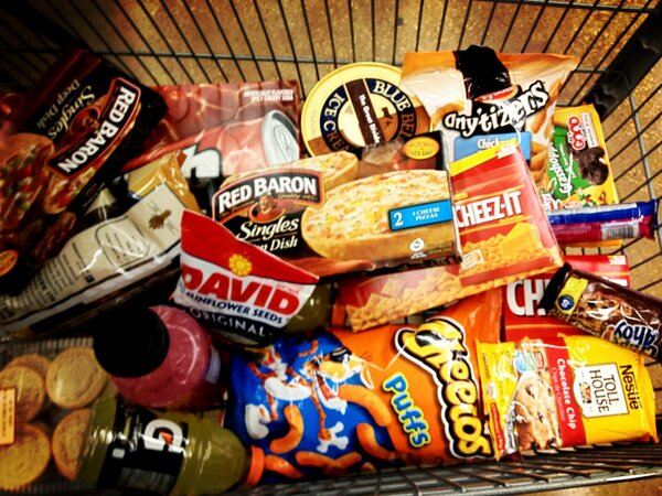 Photo junk food grocery cart